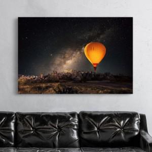 Gaisa balons zvaigžņotā naktī