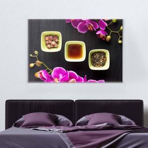 Zāļu tēja un rozā orhideja